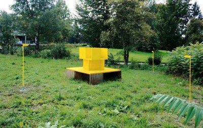 Urknall  S.i.S. Skulpturn in Schlieren 2010-12: 4 Swastiken übereinander für 4 Menschen, 4 Bilder